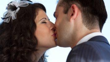 Jak na fotku prvního novomanželského polibku