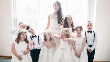 Učitelka pozvala na svatbu svou třídu dětí s Downovým syndromem