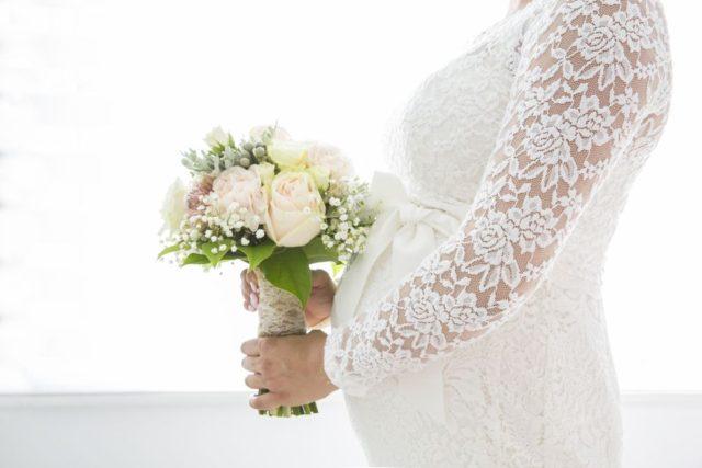 0a933ee952c Pomocí šněrování si svatební šaty můžete dle potřeby povolit nebo  přitáhnout