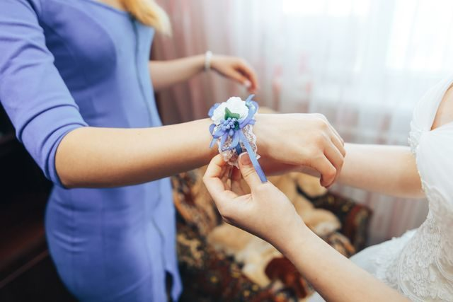 Svědkyně na svatbě šaty