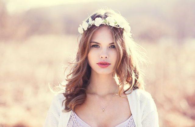 Květiny na svatbu, květinová čelenka