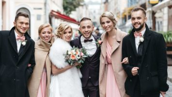 Jak vybrat šaty jako host pro svatbu v zimě