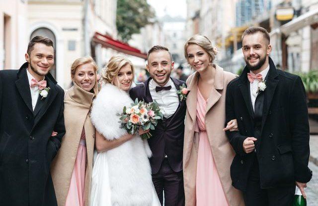 Jak se správně obléknout jako host na svatbu v zimě  Víme 4fb30af4f7