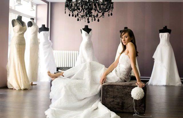 4a51d360366 Svatební šaty  je výhodnější si je půjčit nebo koupit