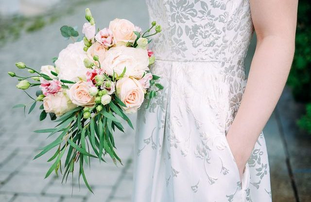 Svatební šaty s kapsami