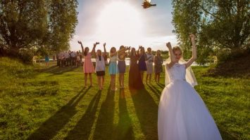Hod svatební kyticí