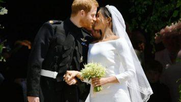 Výstava svatebních šatů Meghan Markle